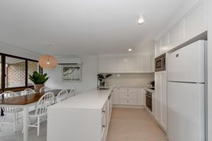 BEAUTIFULLY RENOVATED OCEANSIDE APARTMENT Mooloolaba